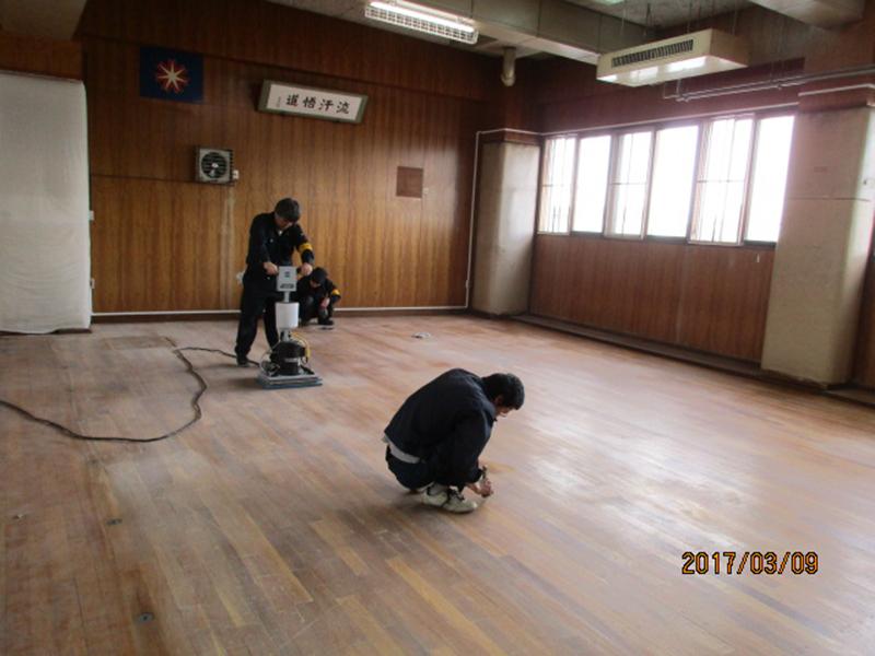 武道館床研磨作業